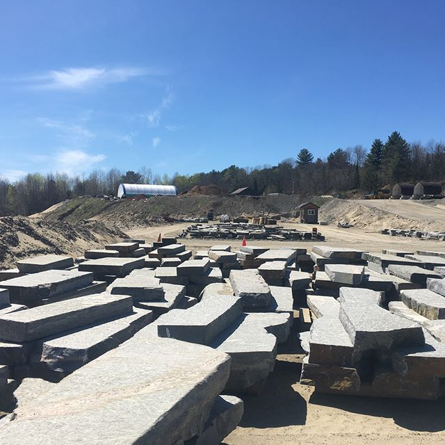 Beautiful sunny day to hand select stone up north at @muskokarockcompany. Have to make sure everything looks perfect before it makes the trip to the city! . . . . . #landscaping #construction #landscapingthe6ix #naturalstone #highend #custom #toronto #muskoka #hardscape #masonry #sunsout