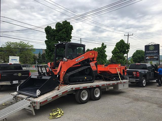 New toys have arrived! Big thanks @kooybros for the Saturday delivery. Can't wait to get these dirty! . . . . . #kubota #newtoys #landscaping #landscapingthe6ix #construction #heavyequiment #machinery #toronto