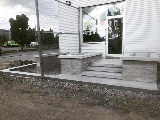 Our front entrance was overdue for a facelift so @neconcreteforming2012 came through and did some stunning concrete work to dress it up! The finished product truly speaks for itself and we couldn't be happier with it! Just a couple more touch ups and it'll be ready for planting. . . . . .  #construction #landscaping #landscapingthe6ix #pouringthe6ix #concrete #highend #custom #toronto #staytuned