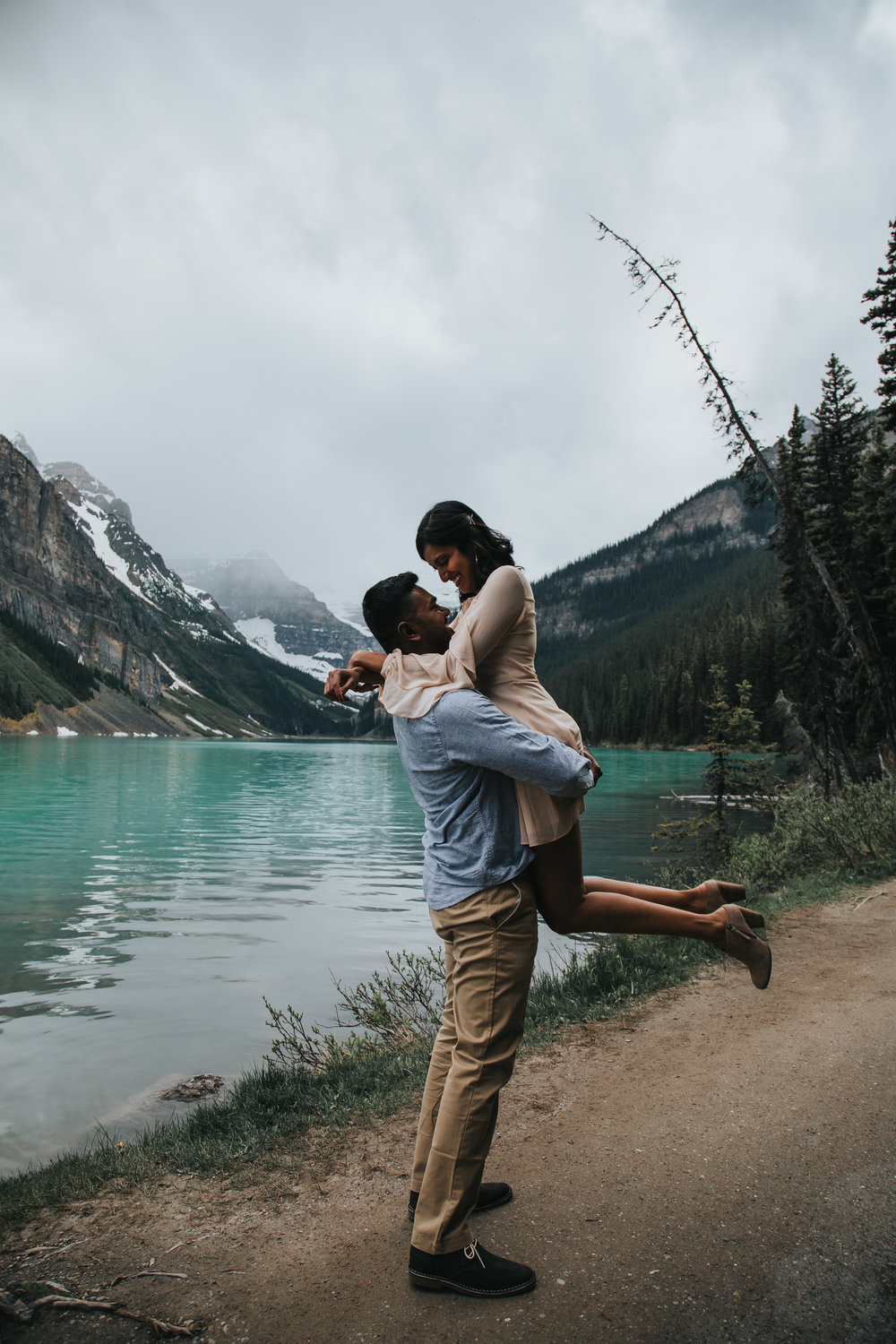 esha and bestin's mountain love story session     moraine lake & lake louise , banff national park, canada