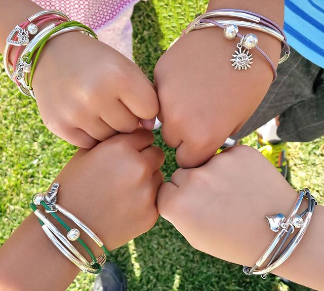 The  Mini Friendship  comes in many different colors and can be customized with your favorite charm.