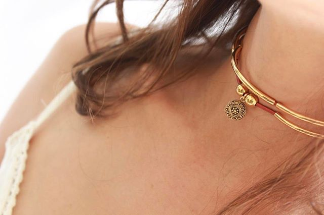 The  Mini Friendship  with Ancient Dotted charm can also be worn as a choker for some.