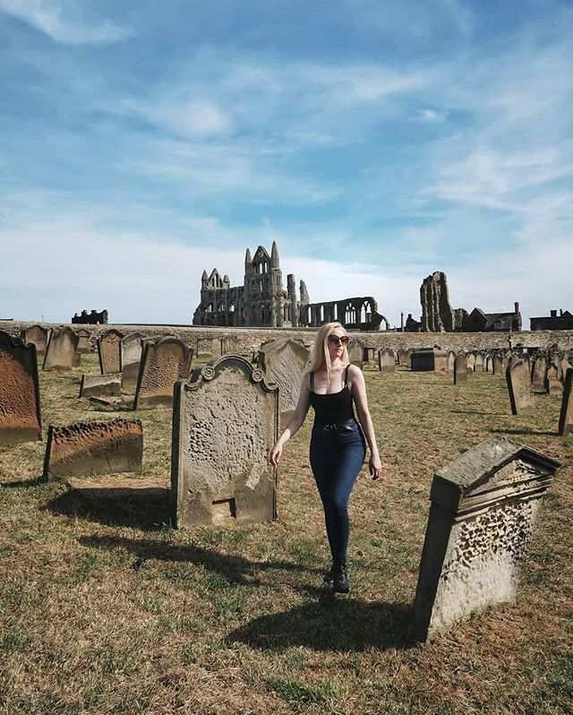 There's something about this that makes me want to scream-sing 'Heathcliff, it's me, Cathy, come homeee' which makes zero sense because I'm not on a moor, I'm in a churchyard in Whitby, with that famoussss 🧛♂️ Abbey in the background...but, yanno, the brain wants what it wants, and Kate Bush it is. • 2 years ago we visited this spot that looks out over ⛵Whitby bay⚓ (don't know if that's the specific terminology one should use, but let's just go-with-the-flow with it), and spending time yesterday doing the same - that is, tracing old steps we made, and re-living memories - was really bloody, make-my-heart-swell lovely.  This whole trip has been incredibly special (more of which I'll share with you soon), and a lot of that has come down to the familiarity with which we've tread once-taken paths. The 'remember that?'s we've swapped have broken smiles, and helped cement in our hearts the love we have for the north east and, more specifically, this tremendous country of ours. • From Grimentz in 🇨🇭, to WDW in Orlando (yup - Disney fan  without shame here), there are several places across the years that I've visited more than once out of 💛 love 💛 for them.  Is there somewhere special 👉🏻you've👈🏻 visited more than once on your holidays/for a break?  I'd love to hear about it, you jolly landlubbers, you! •