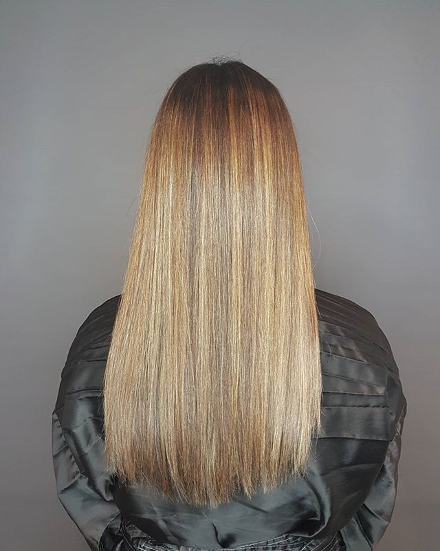 Fall is here 🙌🍁 #haircolor #joico #balayage #lovemyjob #hairyvr #hairstylist #straighthair #loungehairyvr