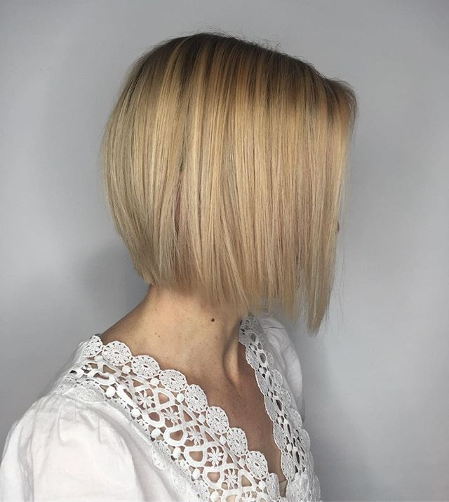 Rooty blonde  Appointments available for December! ⛄️ #blondebalayage #blondehair #blondebob  #loungehairyvr #holidayhair #joico #vancouverhair