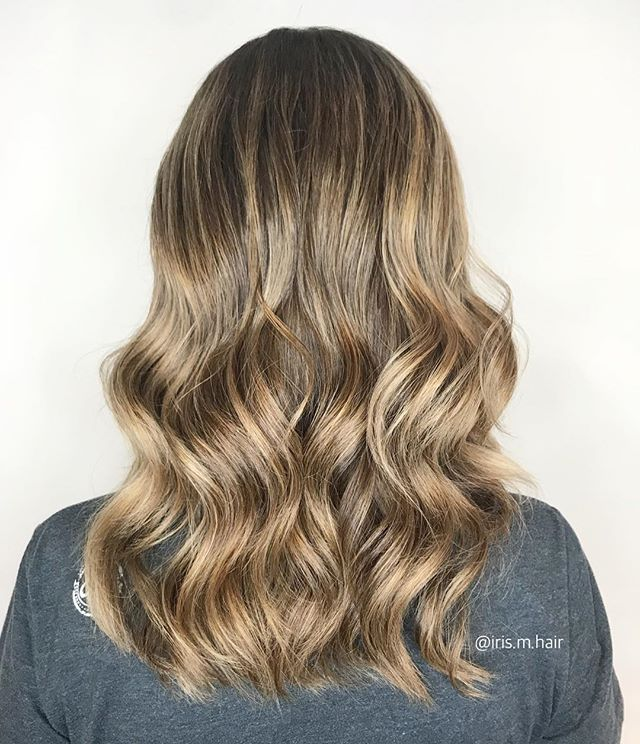 I'm really loving warm sunkissed hair for spring 🌞These honey toned waves really brighten her features ✨ . . . . @joicocanada #joico #hairjoi @olaplex #olaplex #olaplextreatment #balayage #balayagehighlights #highlights #honey #honeyhighlights #blonde #blondehighlights #springtime #waves #wavyhair #vancouver #vancouversalon #vancouverblonde #vancouverstylist