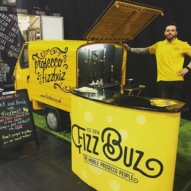 Here is Valentino debuting his facelift at the @eat_drink_festival at the #SEC pop along to have a glass of Fizz, a great way to start your bank holiday 🍾💛🚕 #sec #glasgow #eatanddrinkfestival #fizz #prosecco #ginbothy