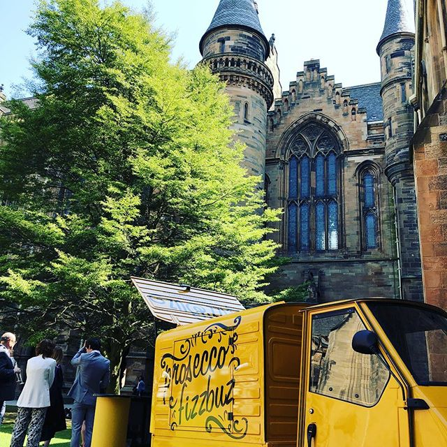 Great day again at Glasgow university with fizzbuz for the graduations. Come along and say hello and grab a glass of fizz and a nice cold beer from @home2beer #fizzbuzvalentino #fizzbuz #frizzante #home2beer #uofg #graduation #glasgow