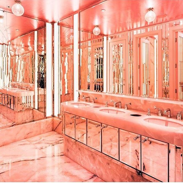 Powder room PINK @brasserieoflight  #interiordesign #instagram #inspiration #ladiesloos #selfridges #toiletstoremember#publicconveniences #design #marblebathroom #mirror #decadent #luxurylifestyle #commercial #commercialdesign #funandgames #budoir💄