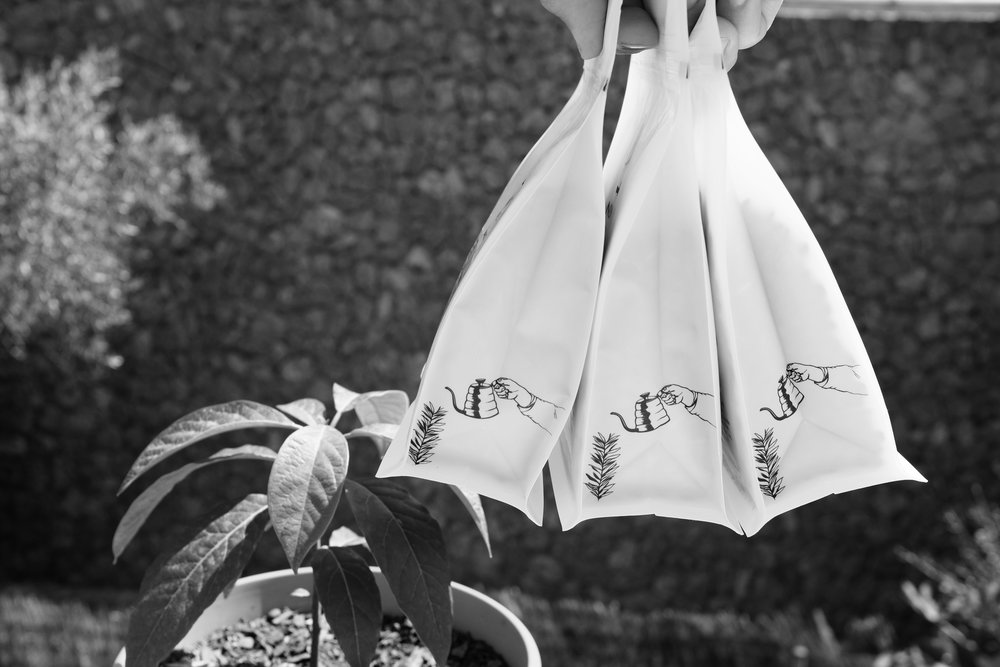 NØMAD coffee bags on the hands of CAFE SOCIAL Mallorca