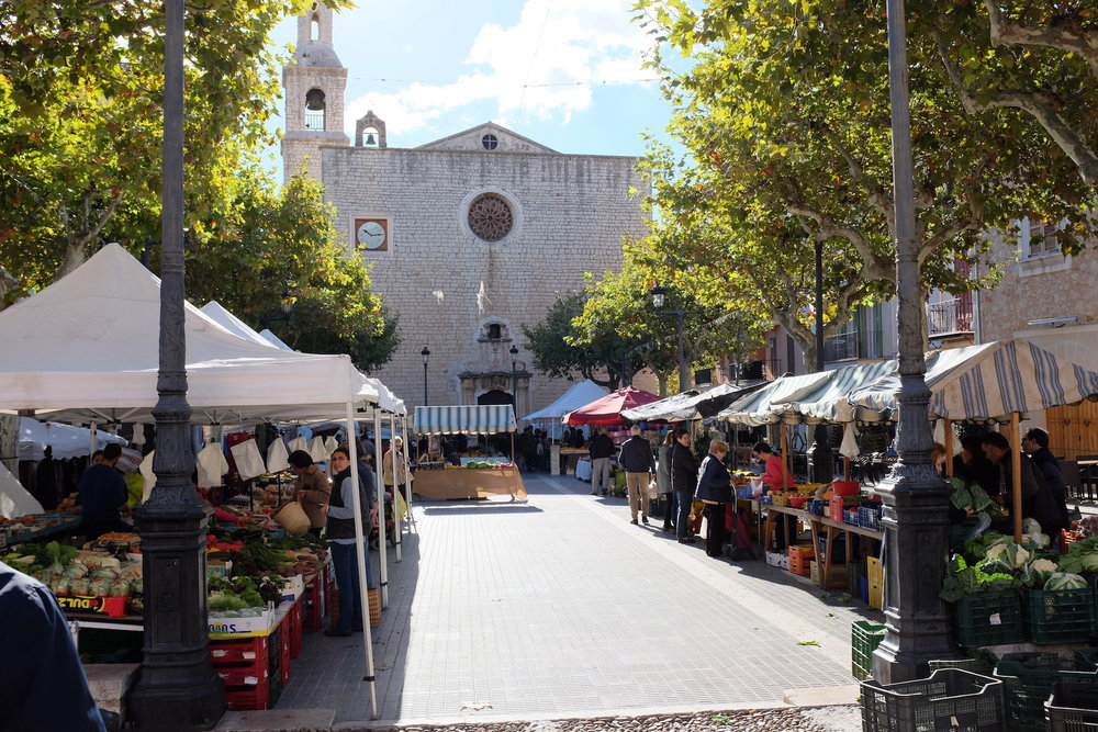 CAFE SOCIAL takes part of Alaró's weekly market every Saturday morning