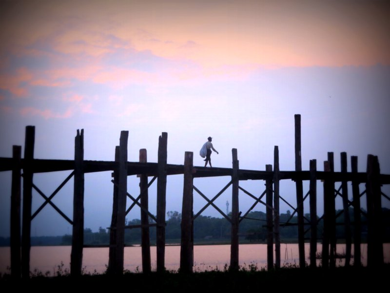 Sunrise over the U-bein bridge