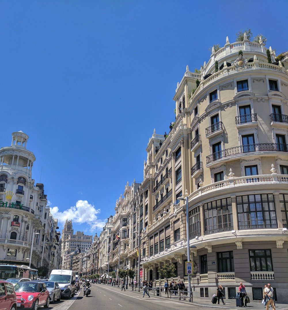Grand roads and buildings Madrid.jpg