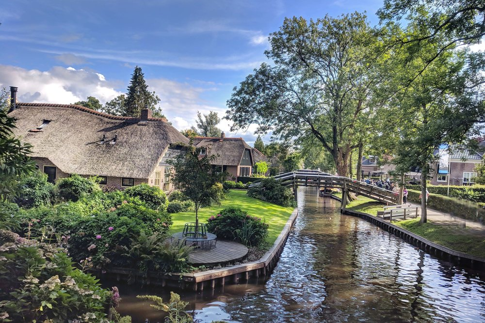 Giethoorn Thatched Houses Gorgeousness.jpg