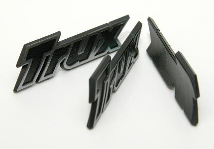 Formsprutade Emblem
