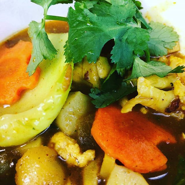 It might be grey and damp outside but we've got sunshine in a box for you @tfsundaymarket and @gopalscurryshack today 🌞 As well as all our usual goodies we have this delicious Buddha's delight curry made by our Heather. It's got tofu, lotus root, water chestnuts, shitake mushrooms and loads of veg.🥕🥕🍄🥬 #gopalscurryshack #getyourcurryon #vegetsrian #vegan #curry #streetfood #vegetables #veganbristol #bristolfoodies #bristol #bristol247 #tfsundaymarket #,tobaccofactory #brunch #wappingwharfbristol #cargo2