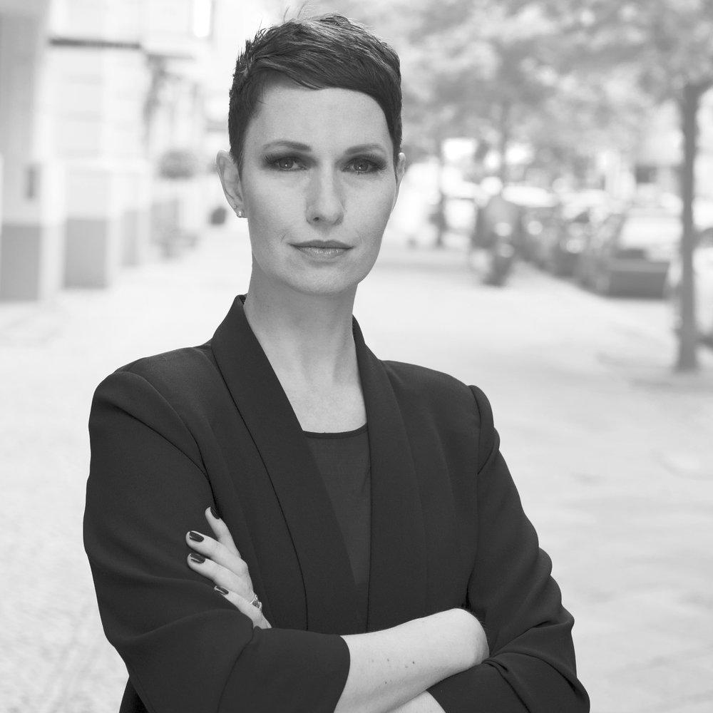 Nadine Dinter, Publicist