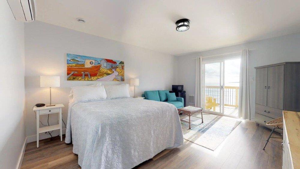 Quarterdeck-Room-319-Bedroom.jpg