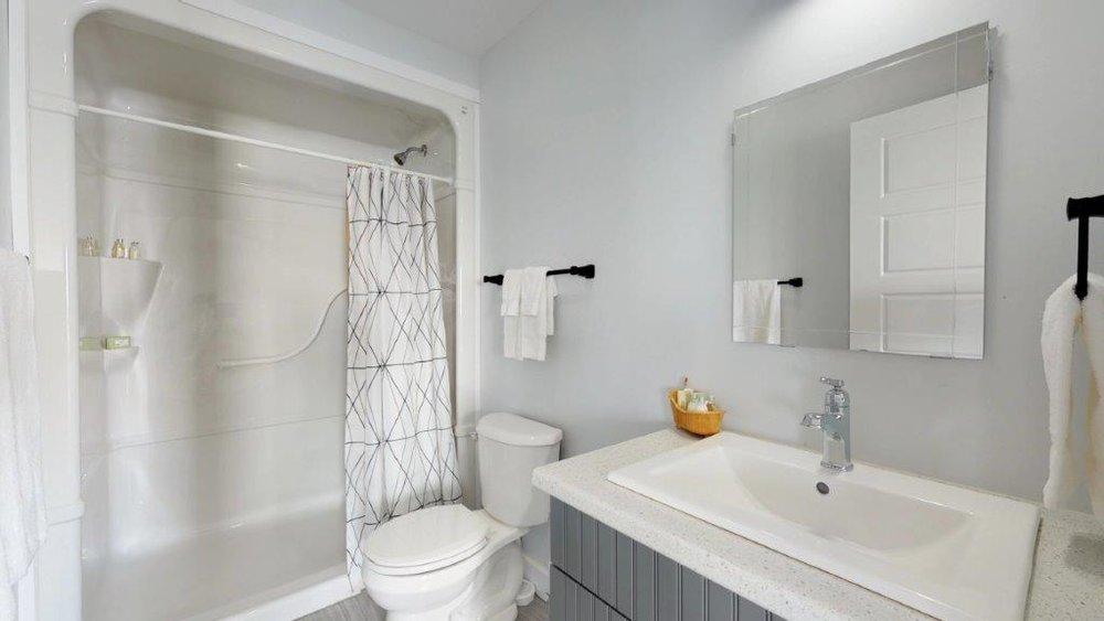 Quarterdeck-3-Bdr-Unit-17-Bathroom.jpg