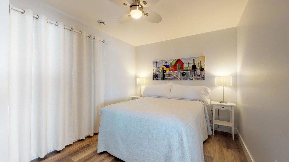 Quarterdeck-3-Bdr-Unit-17-Bedroom(5).jpg