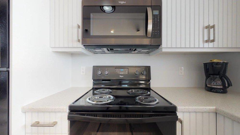 Quarterdeck-3-Bdr-Unit-17-Kitchen(1).jpg