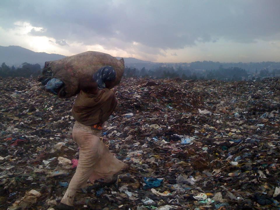 single lady carrying sac