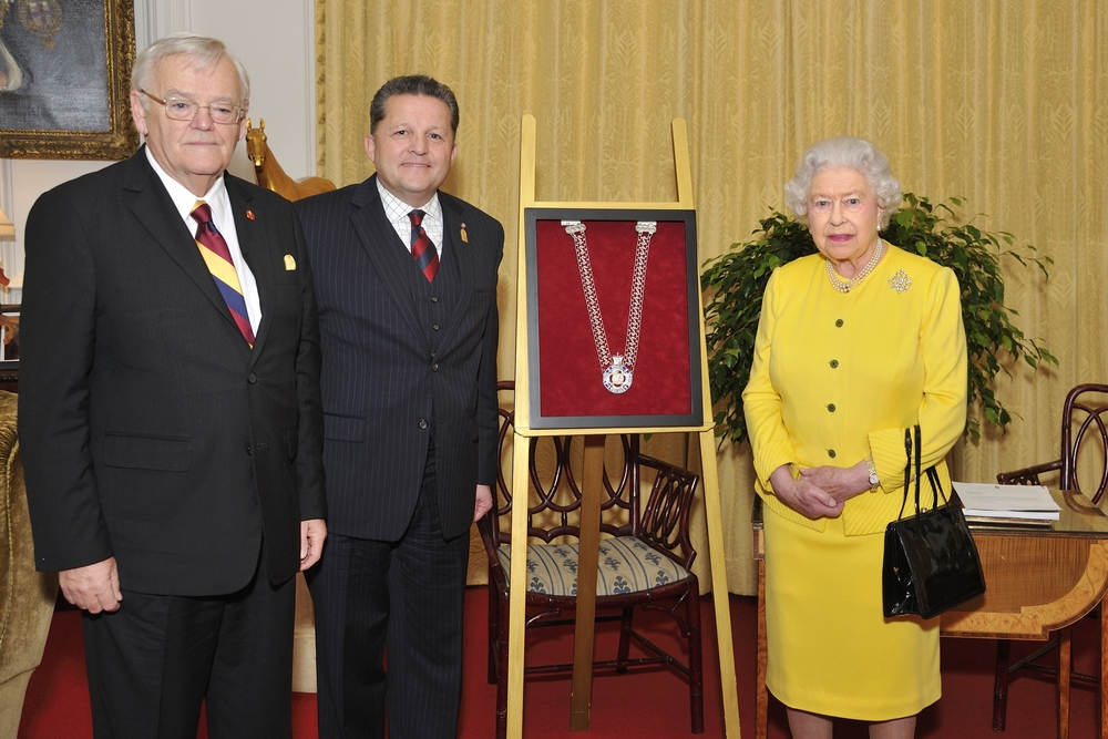 Inauguration of the chain of office for the Black rod with Noel Kinsela, Greg Peters and Queen Elizabeth II