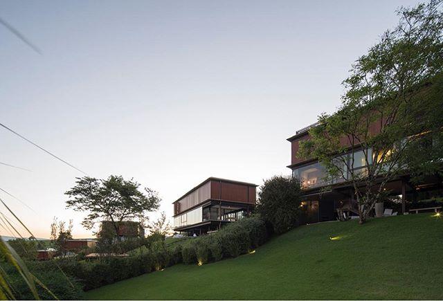 Residência da Mata, 2012-2018 - Gui Mattos @arquiteturaguimattos interiores por @liana_tessler_szyflinger