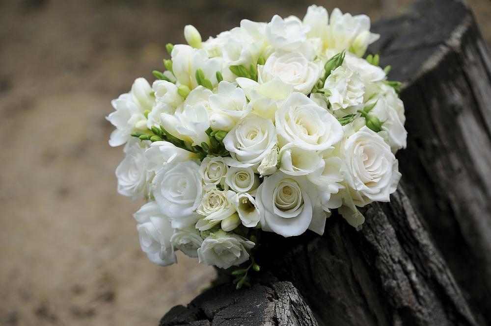 handheld bouquet.jpg