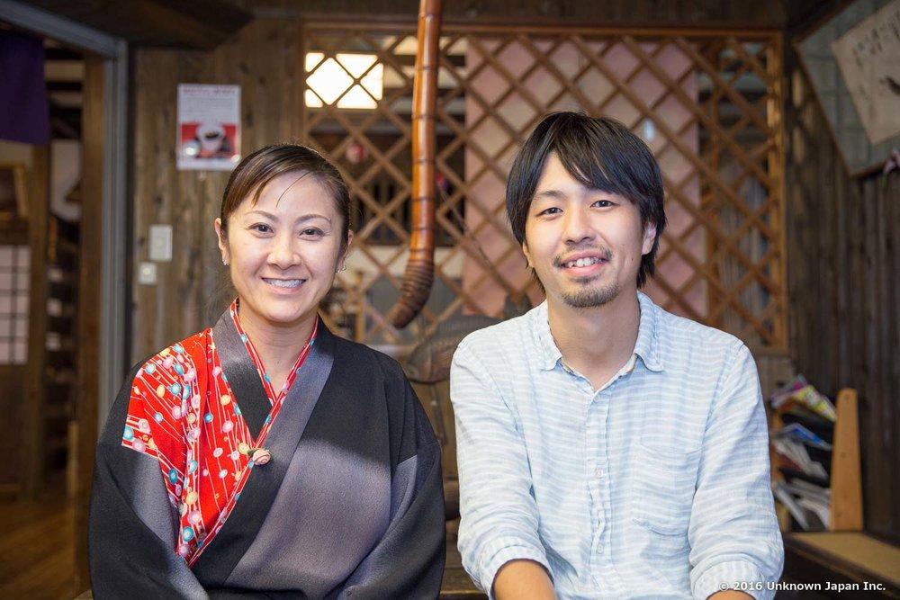 女将の渡邊香さんと休憩室で撮影