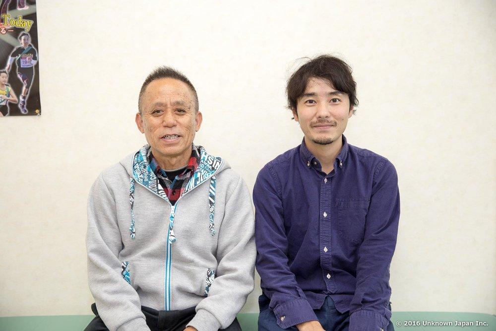 管理人の横山健一さんと休憩室で撮影