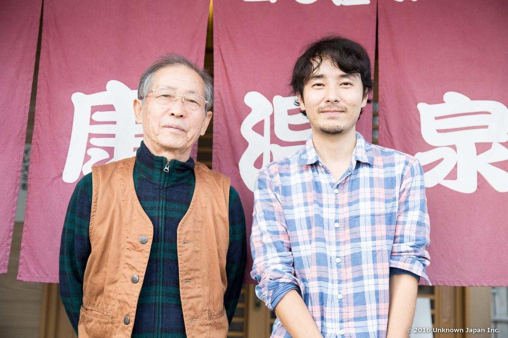 オーナーの一田光彦さんと入口前で撮影