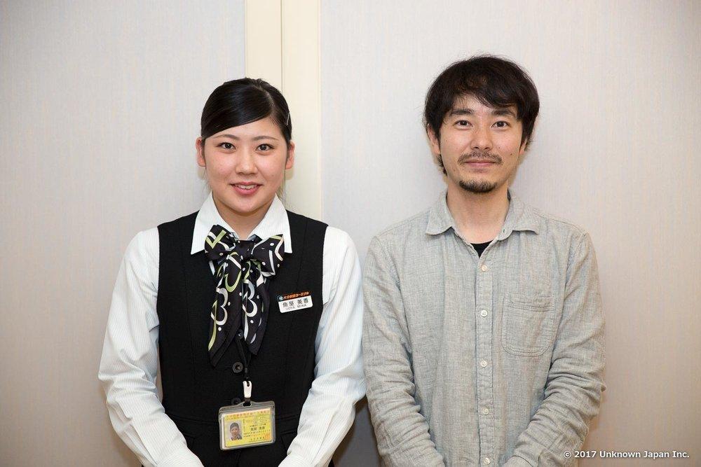 大分航空ターミナル株式会社の魚屋美香さんと応接室で撮影