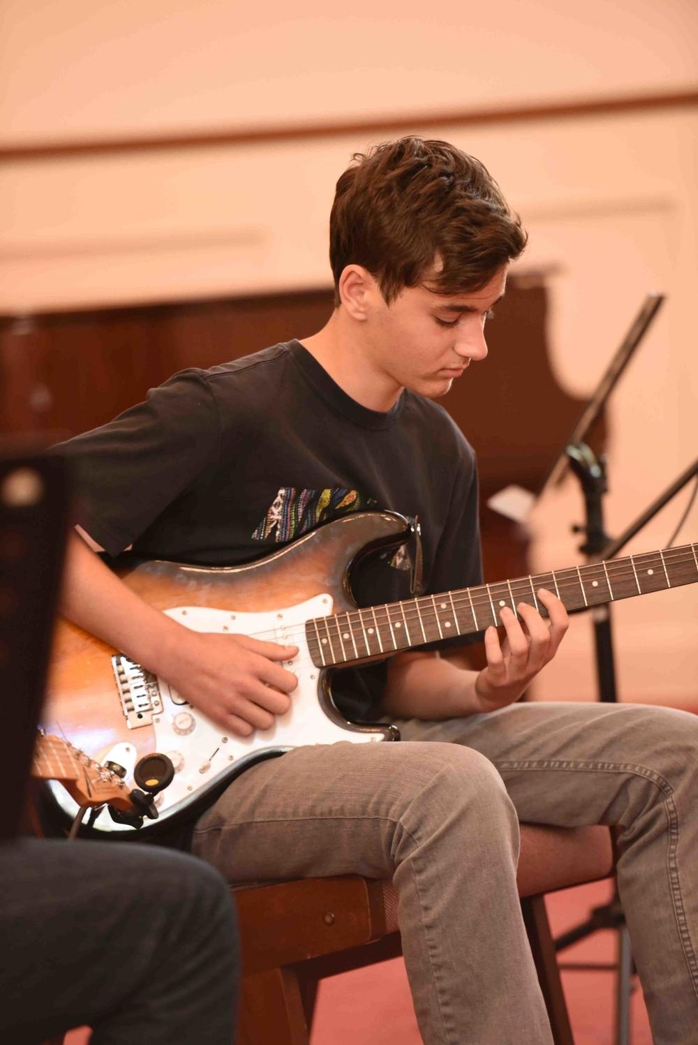 Guitar & Ukulele