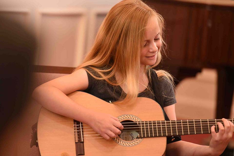 guitar-lesson-student