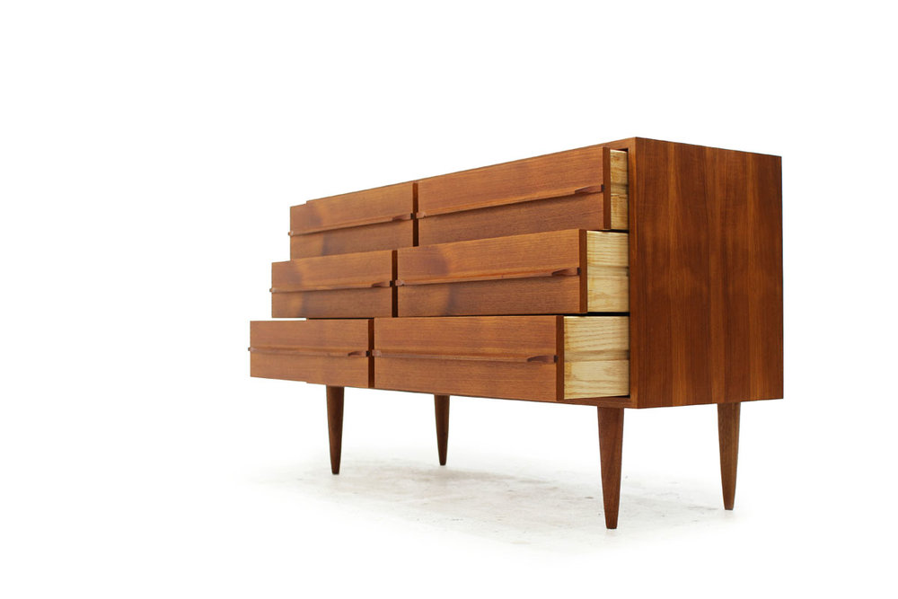 Used Scandinavian Vintage Teak wood Mid Century Modern 6 Drawer Dresser with tapered legs