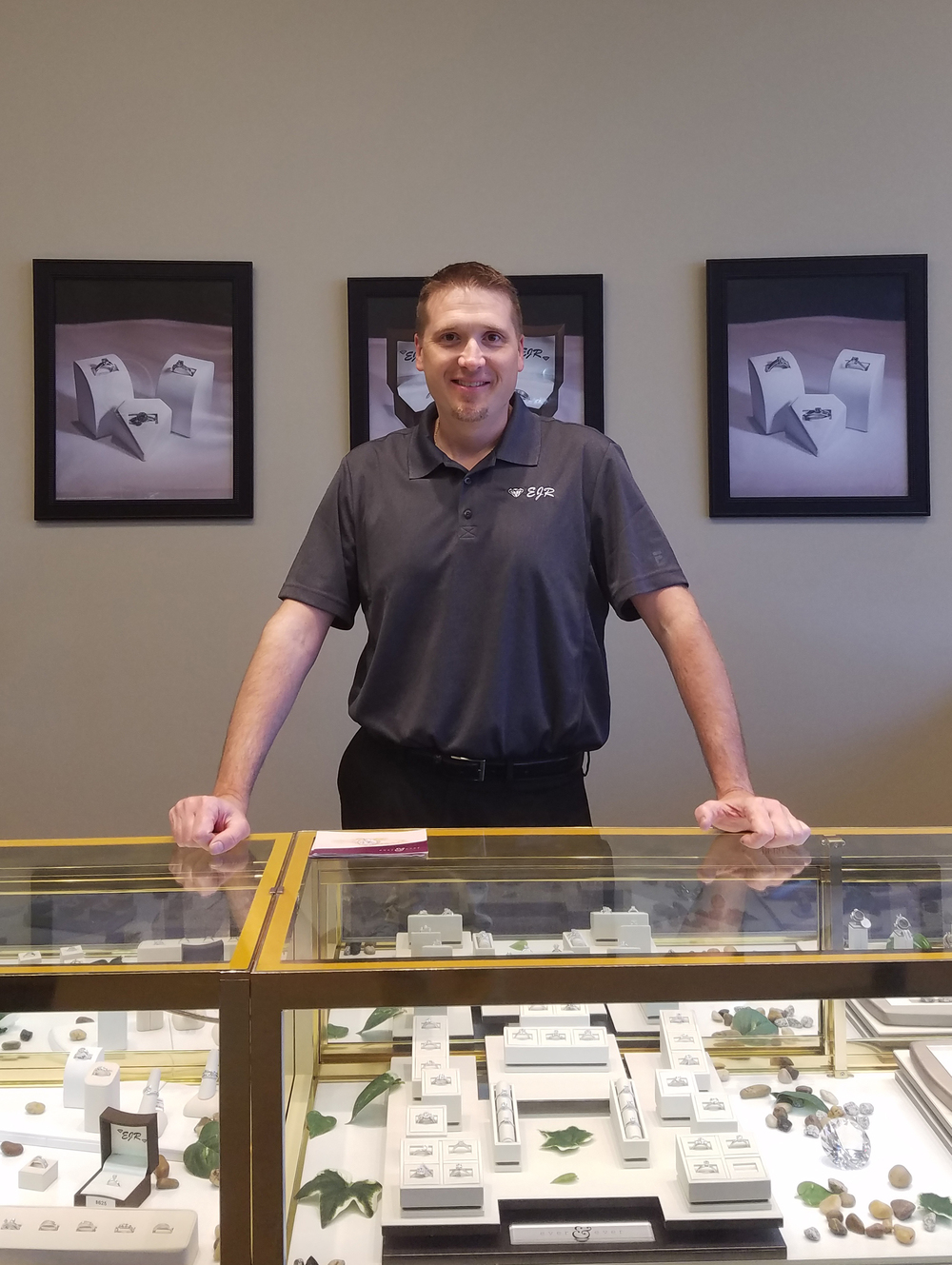 Bill is the owner of EJR. He is a certified jeweler with 20 years of service.