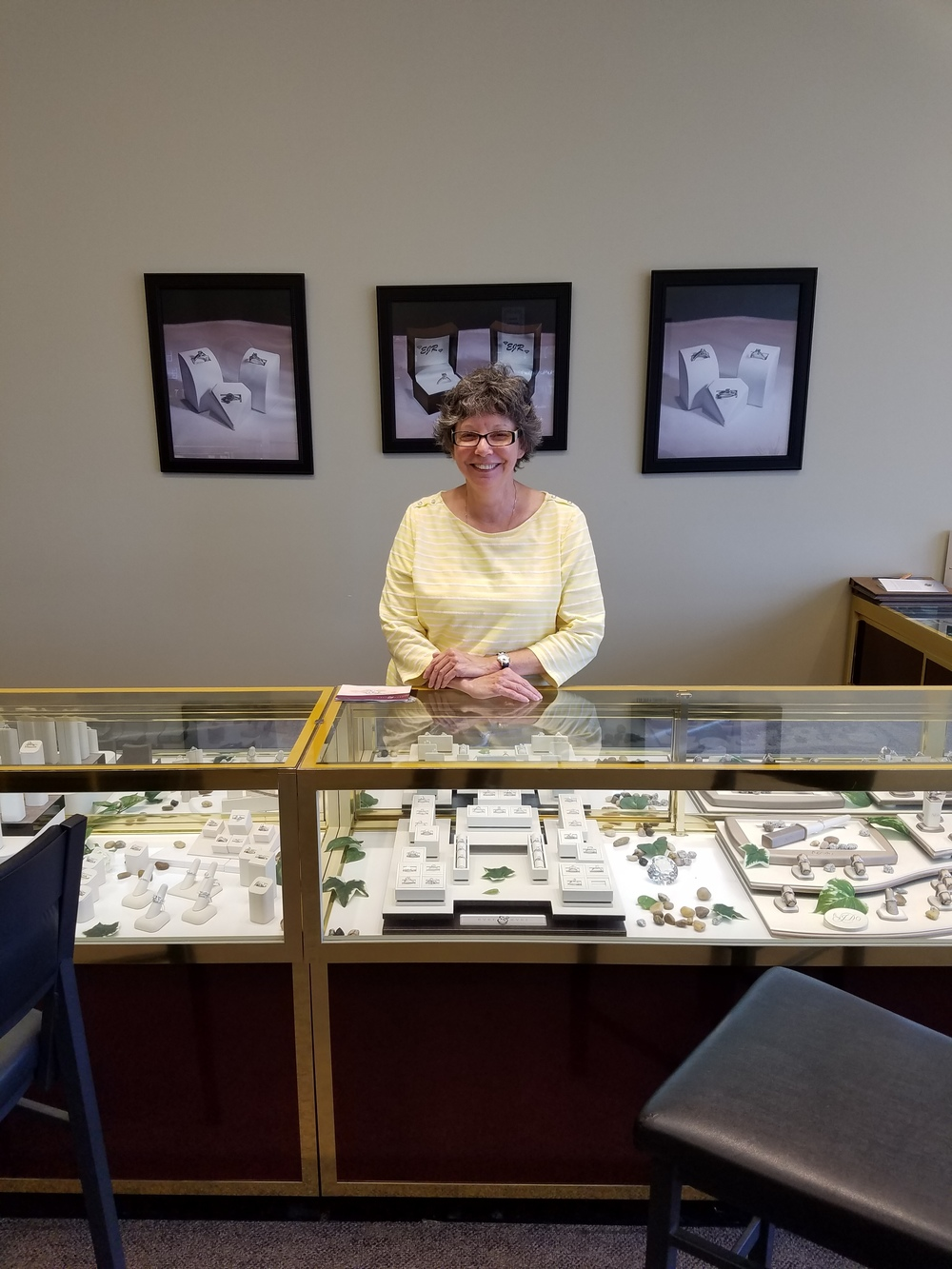 Toni has 40 years of experience in the jewelry industry.