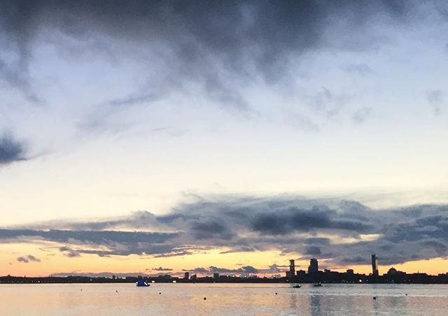 The stunning sunset for Scott and Christine last night 💙 💙 @scottamoskowitz @cmjoyce3