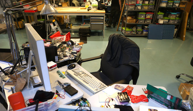 limor-desk1
