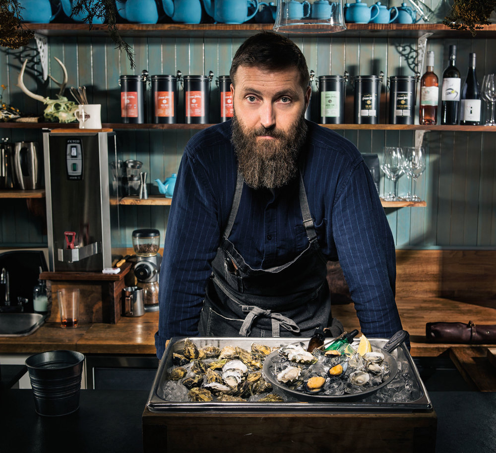 45206_319183_Tournant_Lifestyle_Food_Shoot_Process_1_Oysters_0635_crop_1_LR.jpg