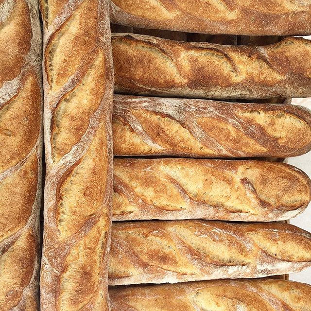 It's official: we have bread! Baguettes, pan dulce, bagels, croissants and my personal favorite--guava strudel! Pick some up today or tomorrow after you visit @dearhandmadelife #patchworkshow 👍😍