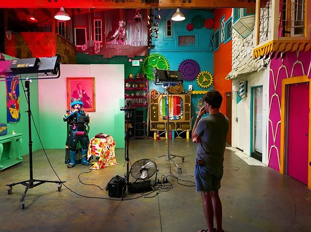Be the VR you wish to see in the world // Creating a surreal, hilarious, magical musical experience at @creatington with @kyrian_bobeerian + @fungineers . . . #surreal #vr #art #collaboration #google #jump #360 #filmmaking #music #improv #ableton #cocreate #onset #la #360video #fungineers