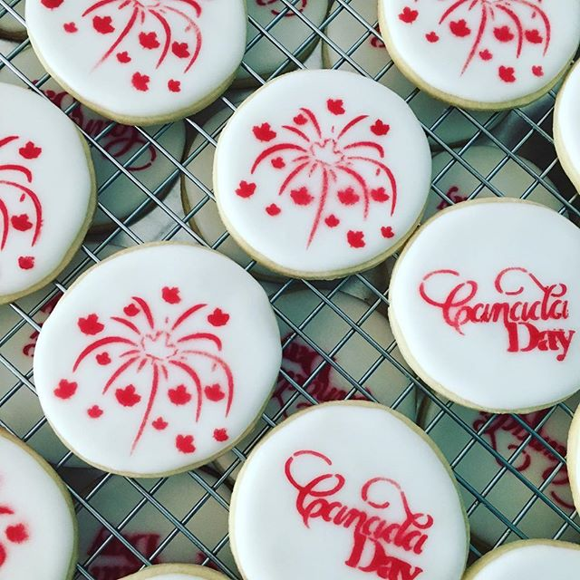 When days off aren't days off - gotta work that side hustle. There will be a few left if you some for a party this weekend!! #cypherbunnybakes