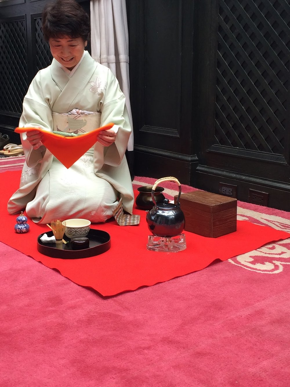Mrs. Watanabe of Ippodo Tea at a Matcha Nodate in 2015 (photo by Notes on Tea)