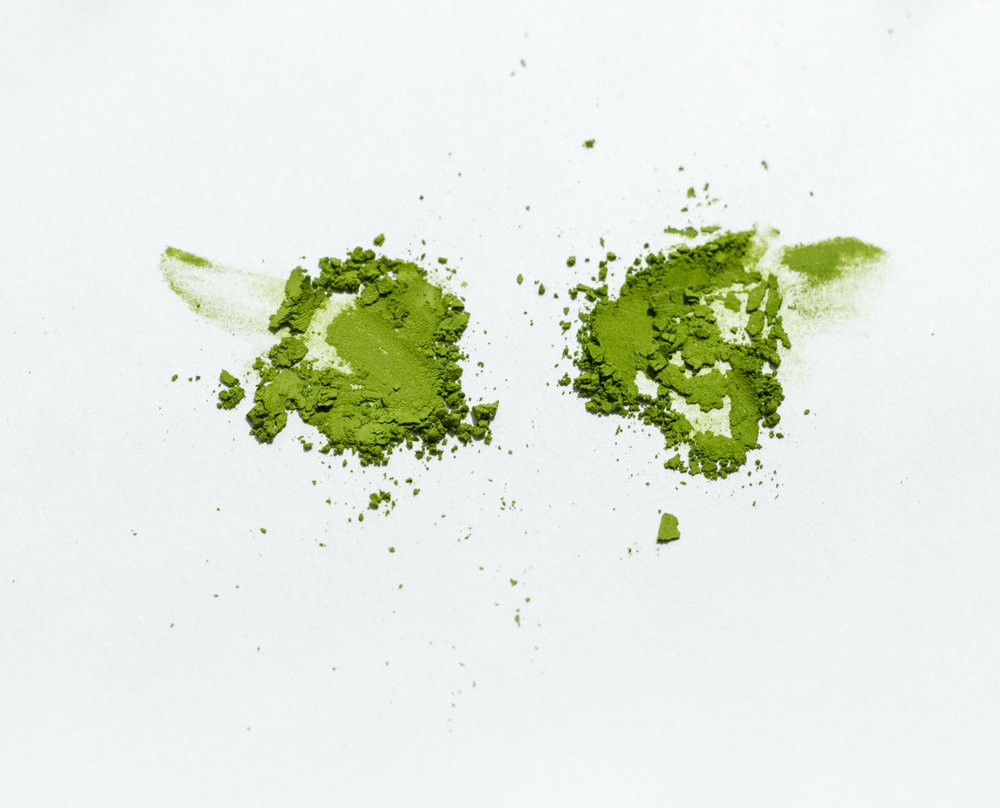 Comparing 2 single-cultivar matcha. On the left, Saemidori. On the right, Okumidori.