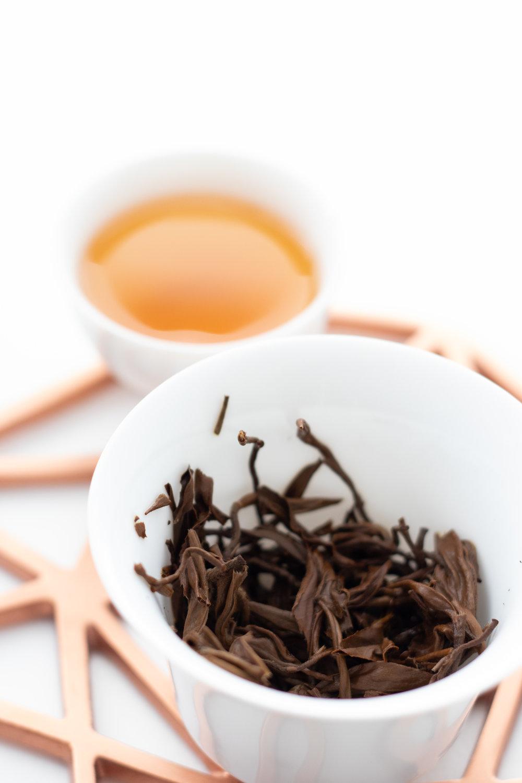 Pairing Swedish cinnamon knots with tea
