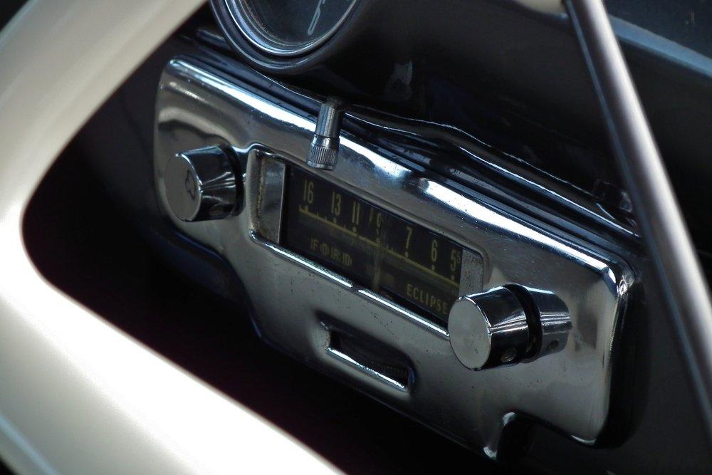 1949_Ford_Tudor_V8_sedan_(6102753456).jpg