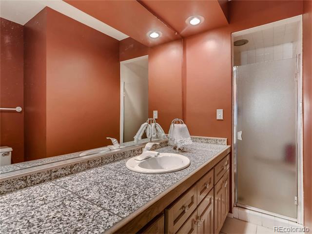 Bathroom 1..jpg