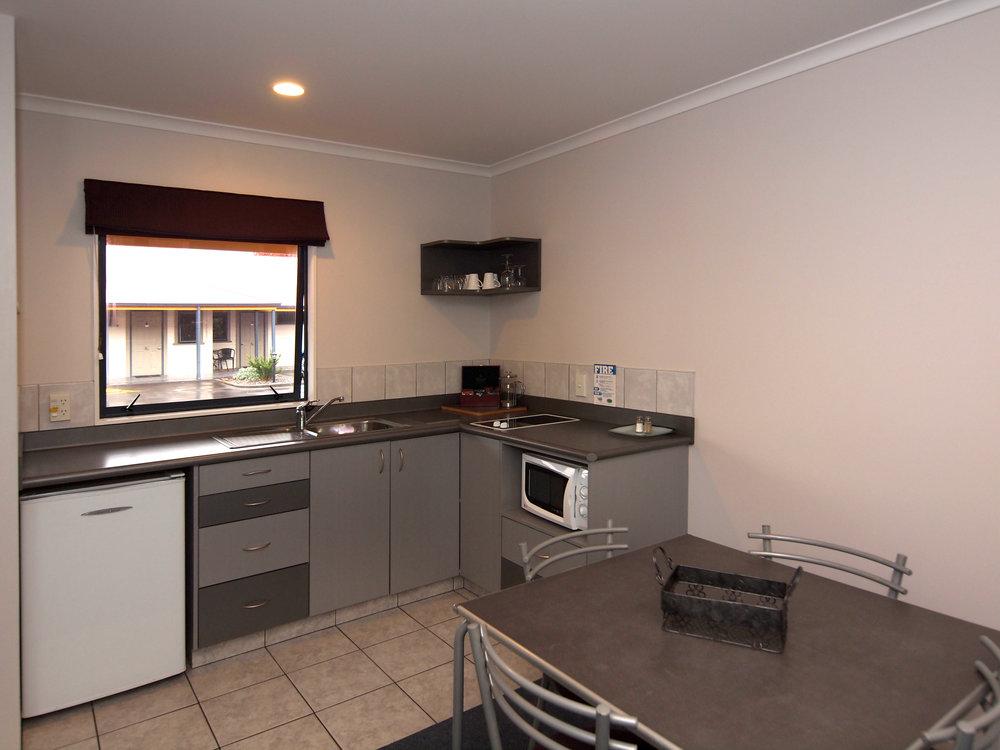 oak estate motor lodge kitchen